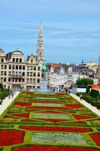 Der Blick auf ein Blumenfeld in Brüssel.
