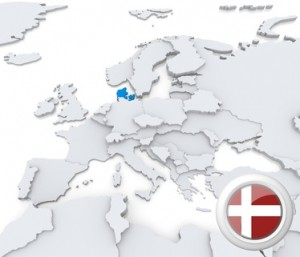 Die Karte sowie die Flagge von Dänemark.