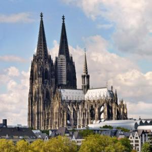 Der Kölner Dom aus der Entfernung.