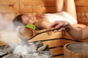 Bild von einer Frau in der Sauna.