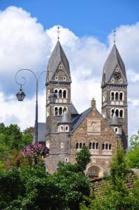 Eine Pfarrkiche in dem Ort Clervaux
